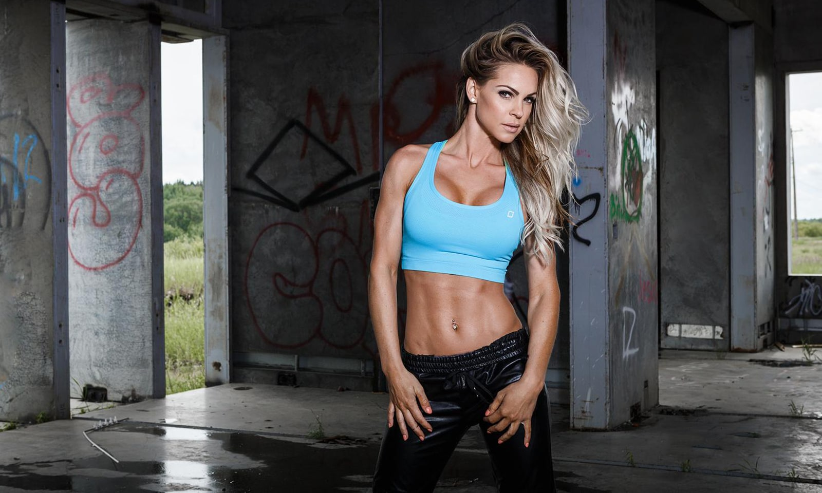Fitness Model Claire Rae-min
