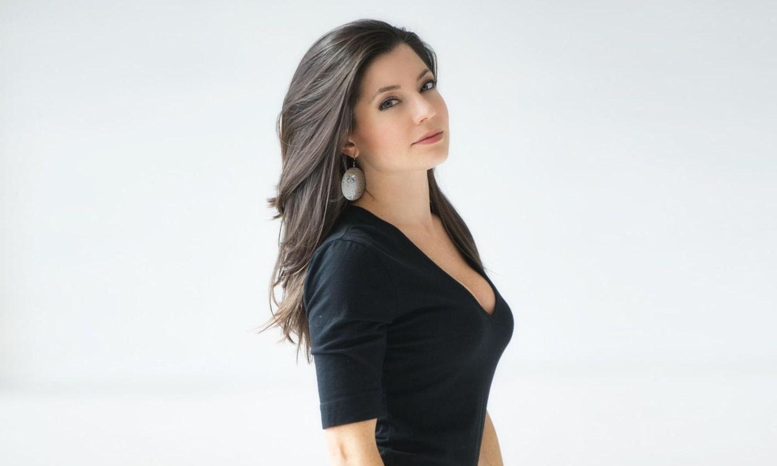Sarah Clayton-min